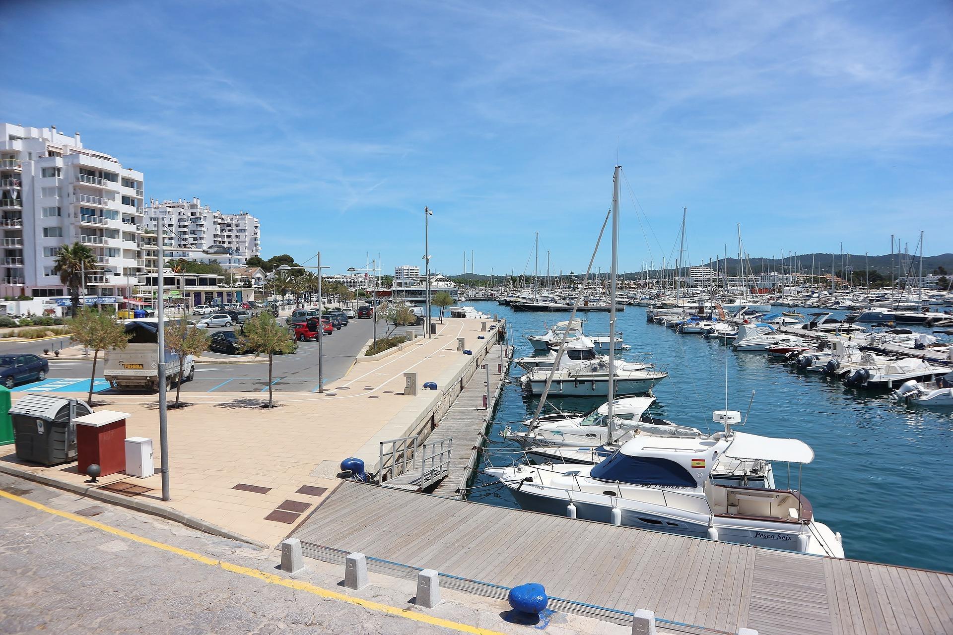 limpieza de barcos en Ibiza
